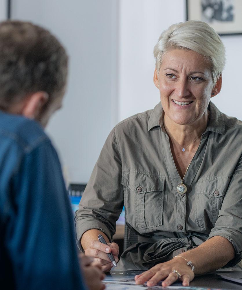 Stéphanie, responsable de la gestion client chez Synergies Tech